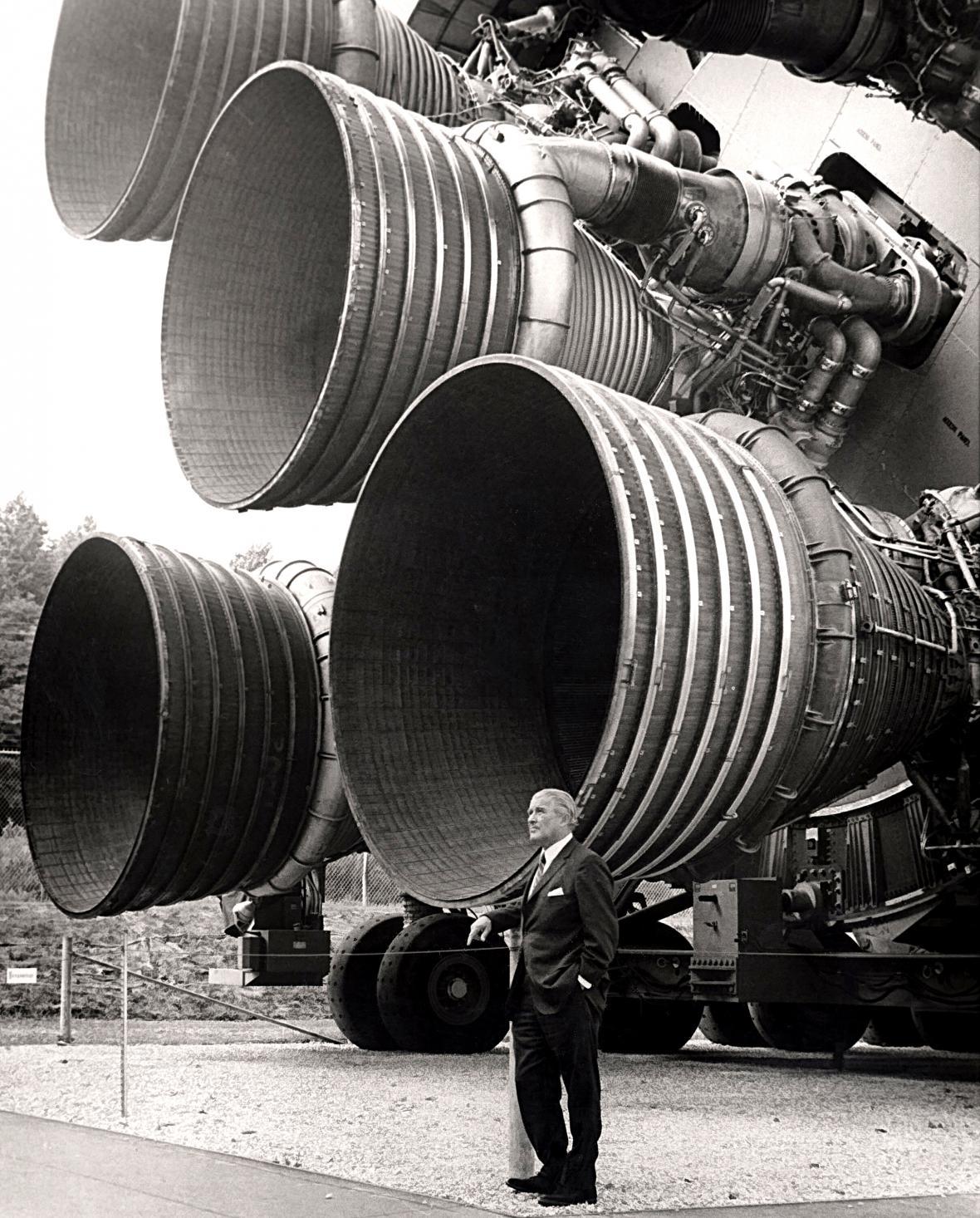 Wernher von Braun u motorů Saturnu V