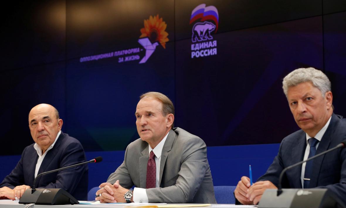 Vadym Rabinovyč, Viktor Medvědčuk a Jurij Bojko na setkání Opoziční platformy a Jednotného Ruska