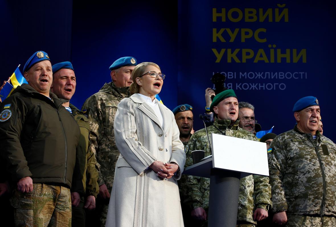 Julija Tymošenková s vojáky