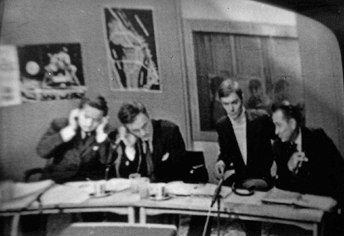 Autentické fotografie z přenosu přistání Apollo 11 v Československé televizi