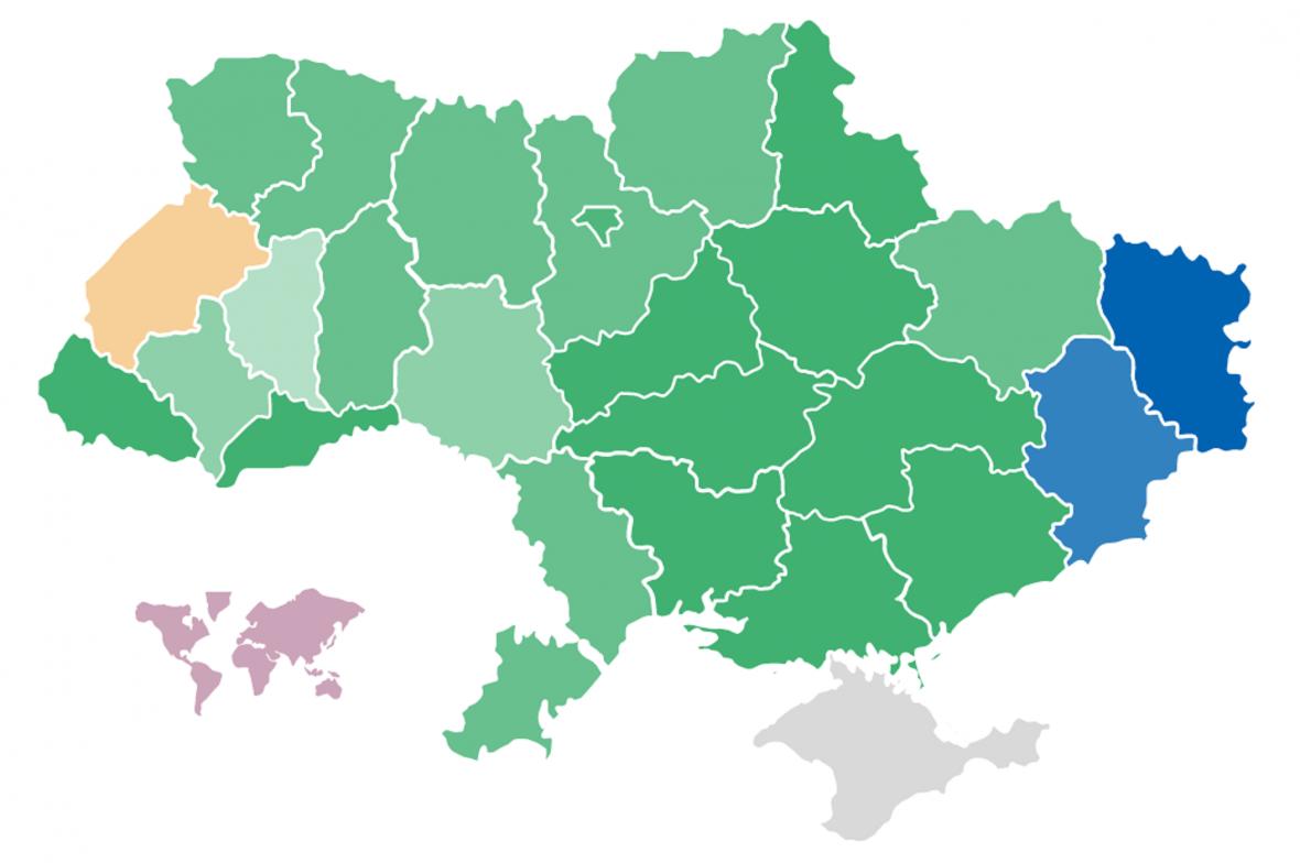 Výsledky parlamentních voleb v ukrajinských regionech po sečtení 90 procent hlasů. Zeleně vítězství Sluhy lidu (čím tmavší, tím jasnější), modře Opoziční platformy, žlutě Hlasu a červeně Evropské solidarity. Šedou je označen okupovaný Krym