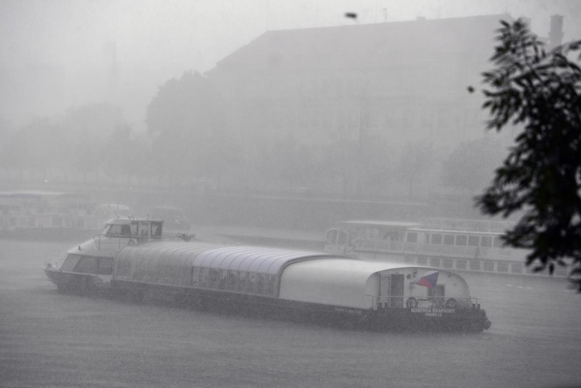 Přívalový déšť v Praze