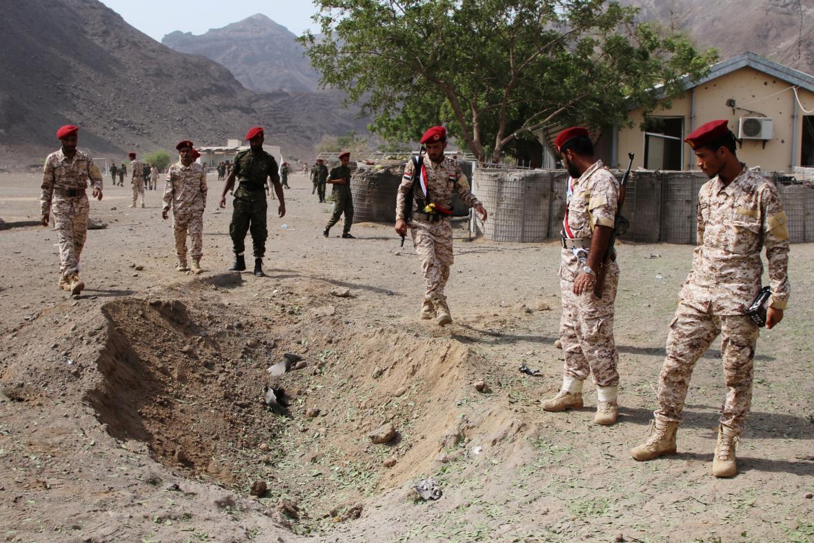 Při útoku v Adenu zemřely desítky lidí