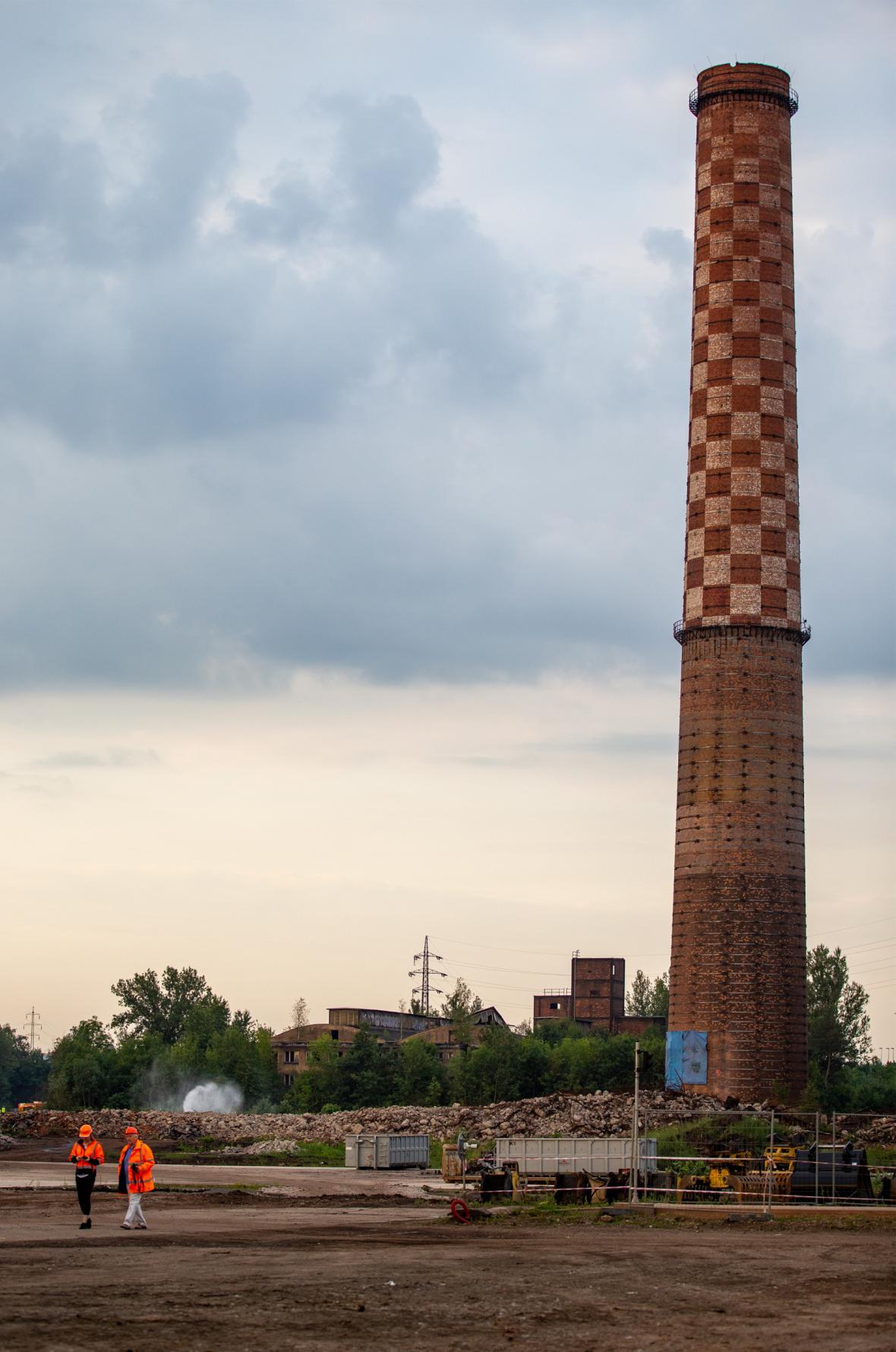 Příprava demolice komínu Strakáč