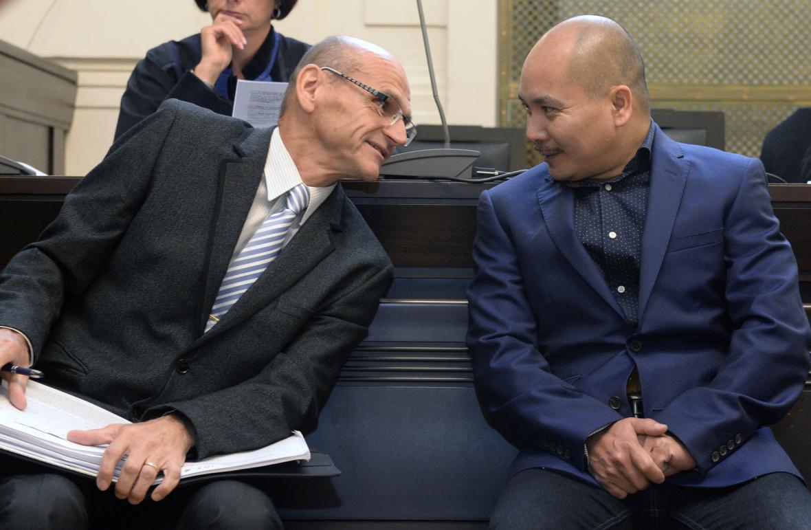 Ivan Elischer a Nguyen Quoc Hung u soudu