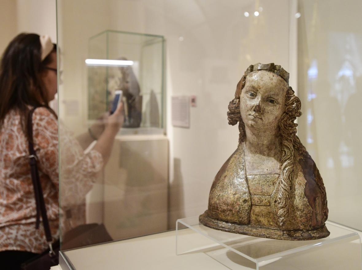 Poprsí světice z Dolní Vltavice z let 1380 a 1390