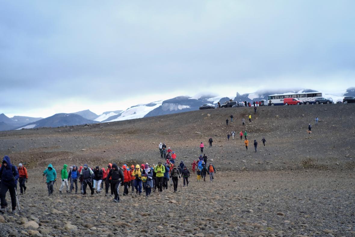Islanďané chodí po zaniklém ledovci