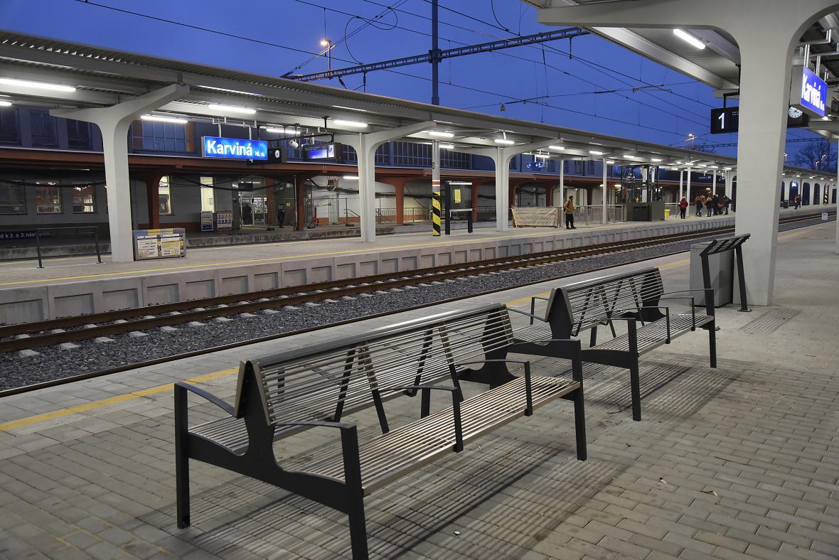 Nástupiště na nádraží v Karviné po rekonstrukci v listopadu 2018