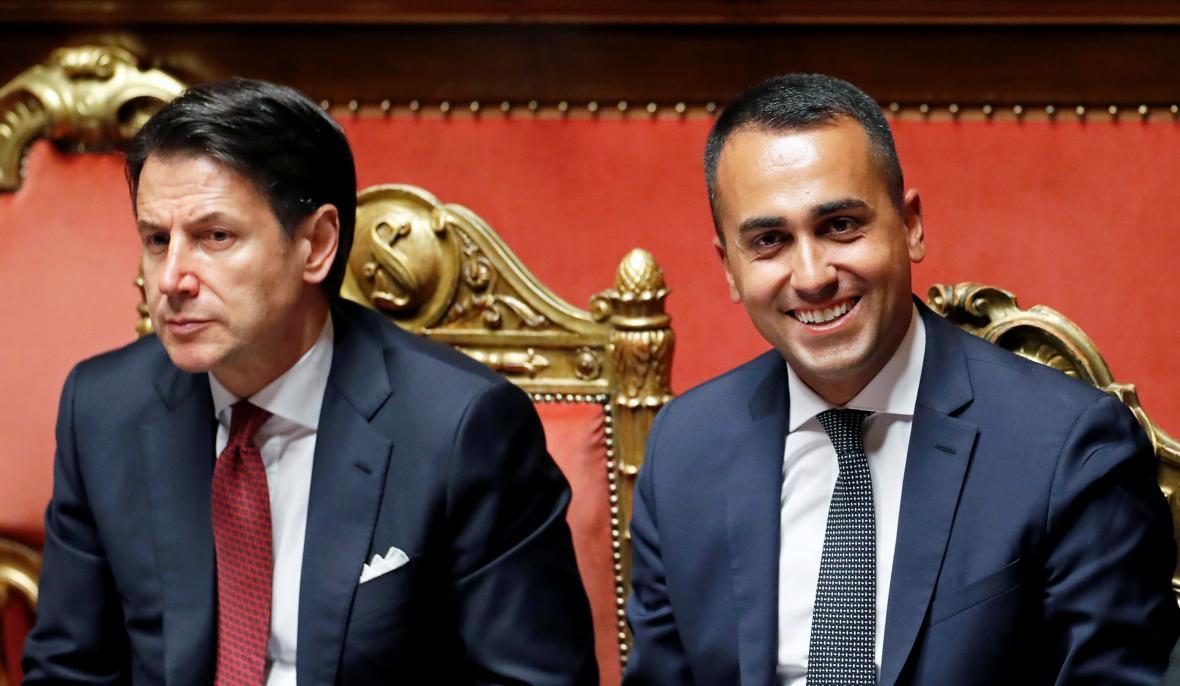 Premiér Giuseppe Conte a šéf Hnutí pěti hvězd Luigi Di Maio
