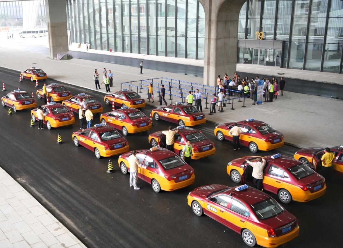 Čína u letiště otestovala provoz elektrických taxi