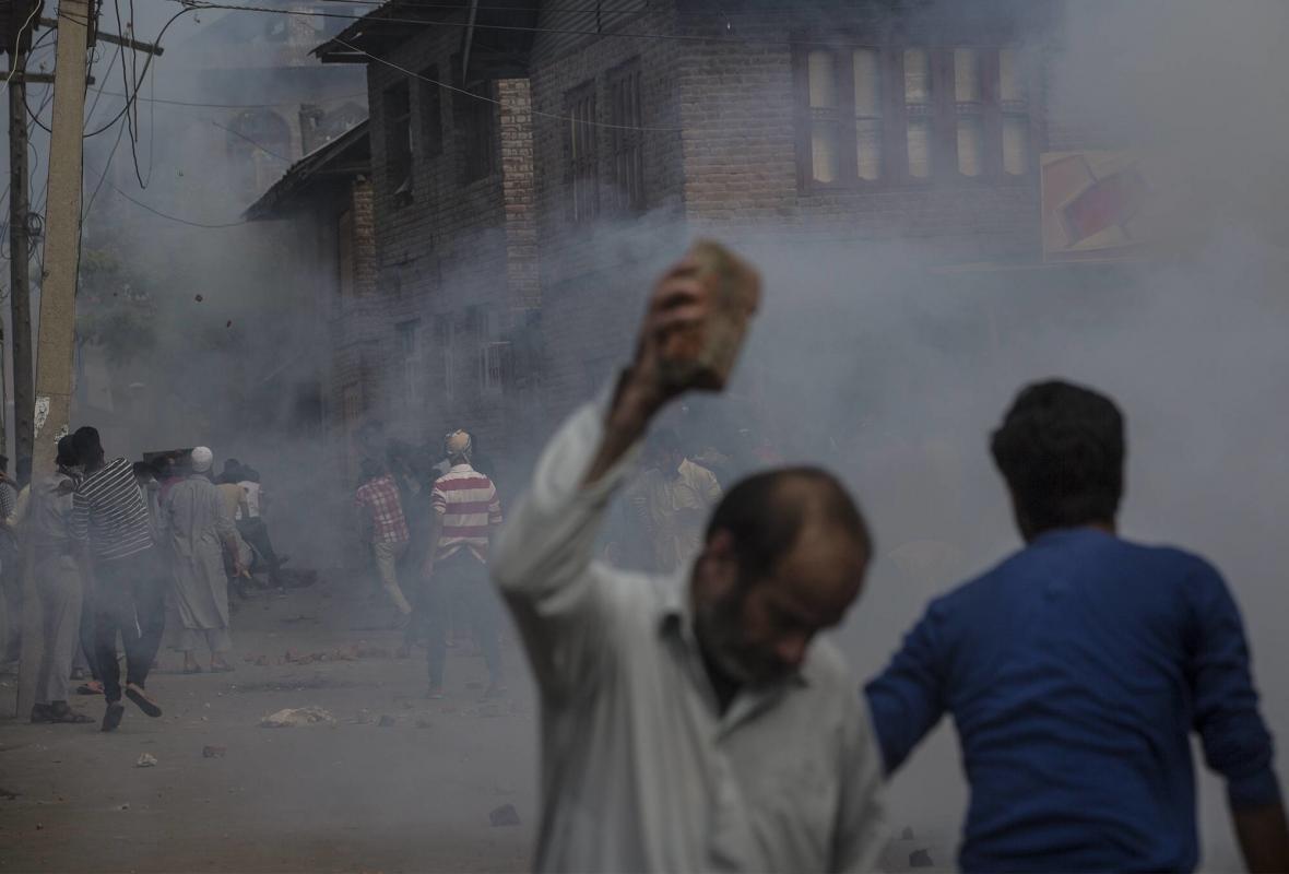 Potyčky mezi indickými silami a protestujícími obyvateli Kašmíru