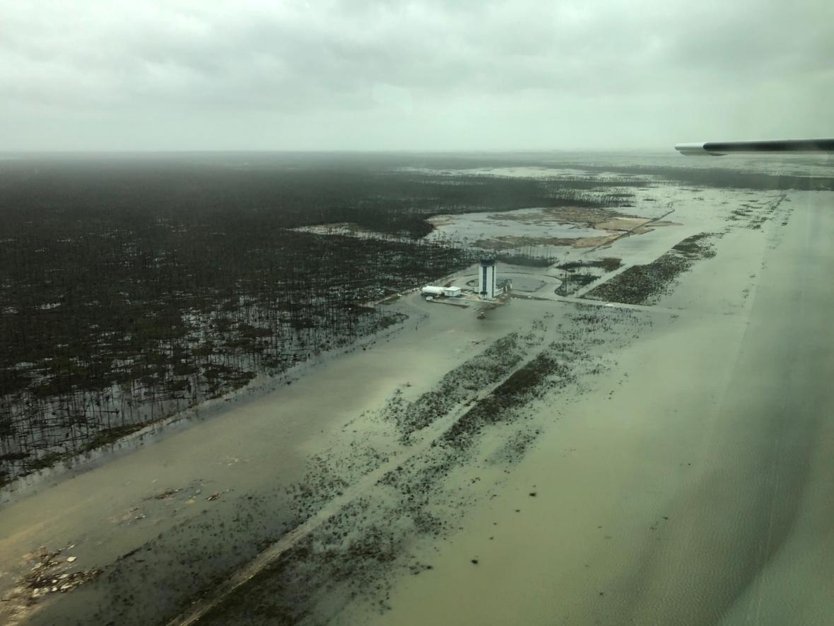 Zaplavené letiště na Bahamách