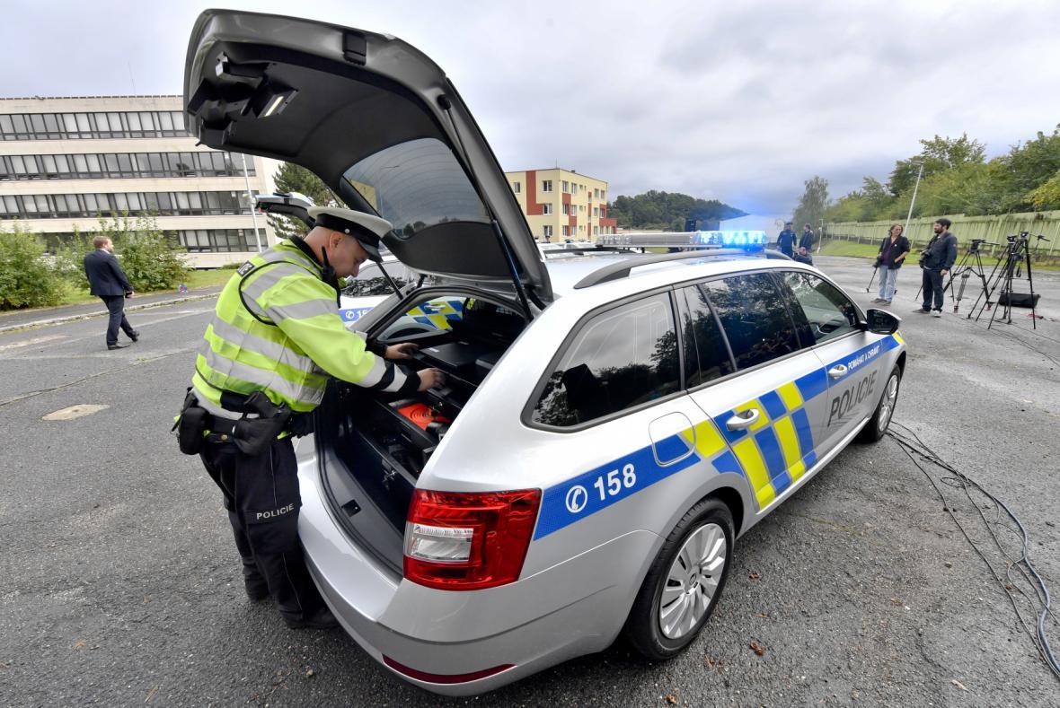 Policie představila nové služební vozy