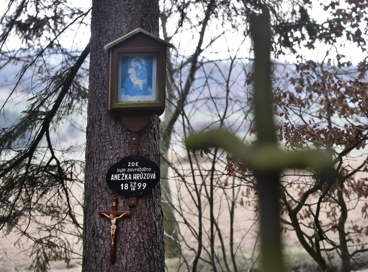 Pieta na místě nálezu těla Anežky Hrůzové v lese Březina poblíž Polné