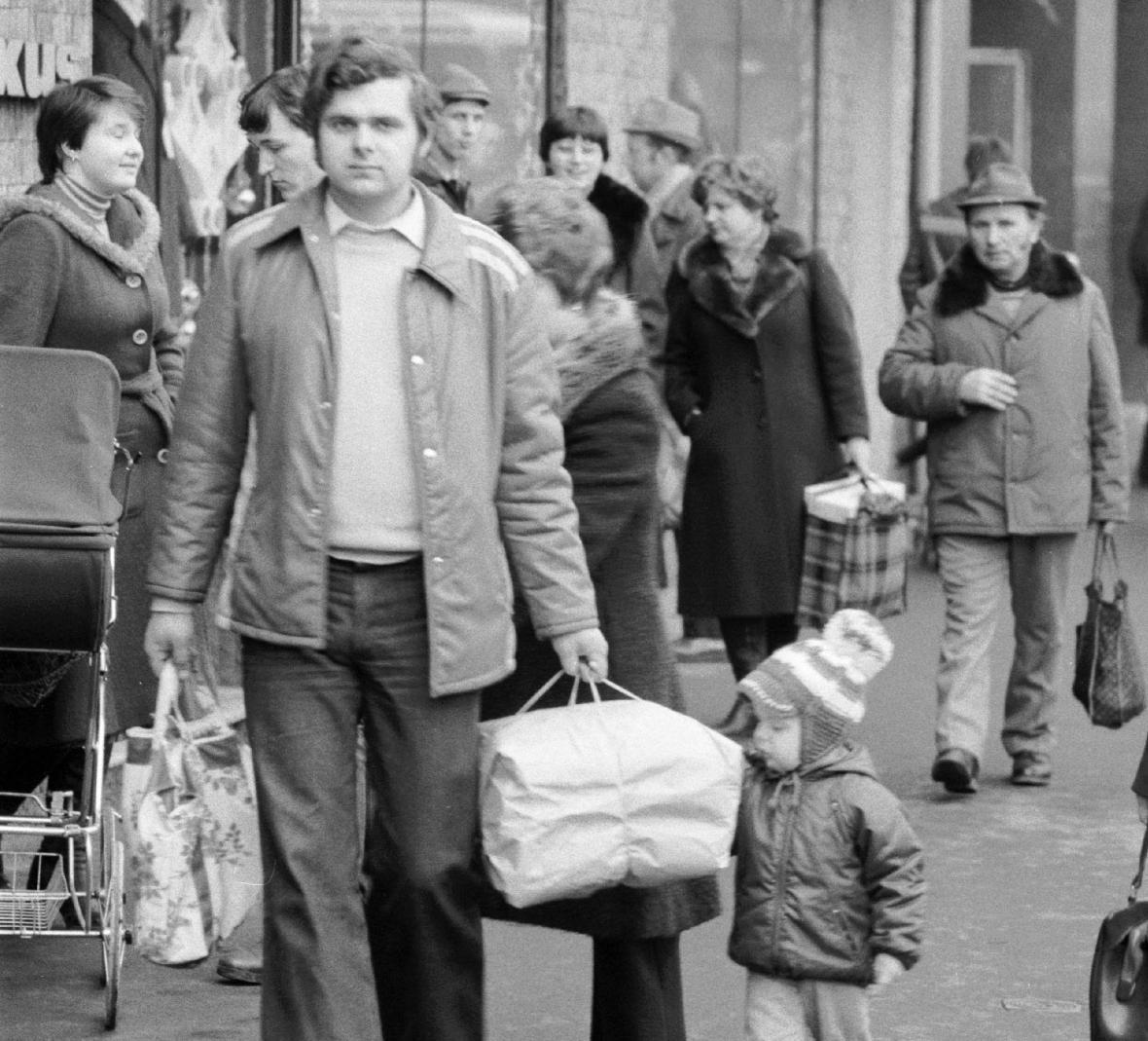Vánoční nákupy za socialismu (1987, Ústí nad Labem)