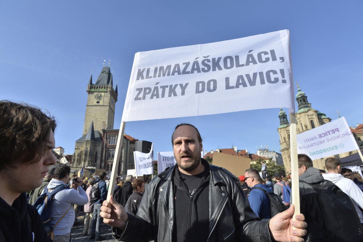 Odpůrce demonstrace na Staroměstském náměstí v Praze