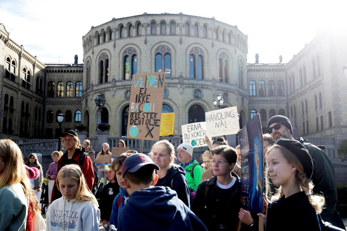 Protest před parlamentem v norském Oslu