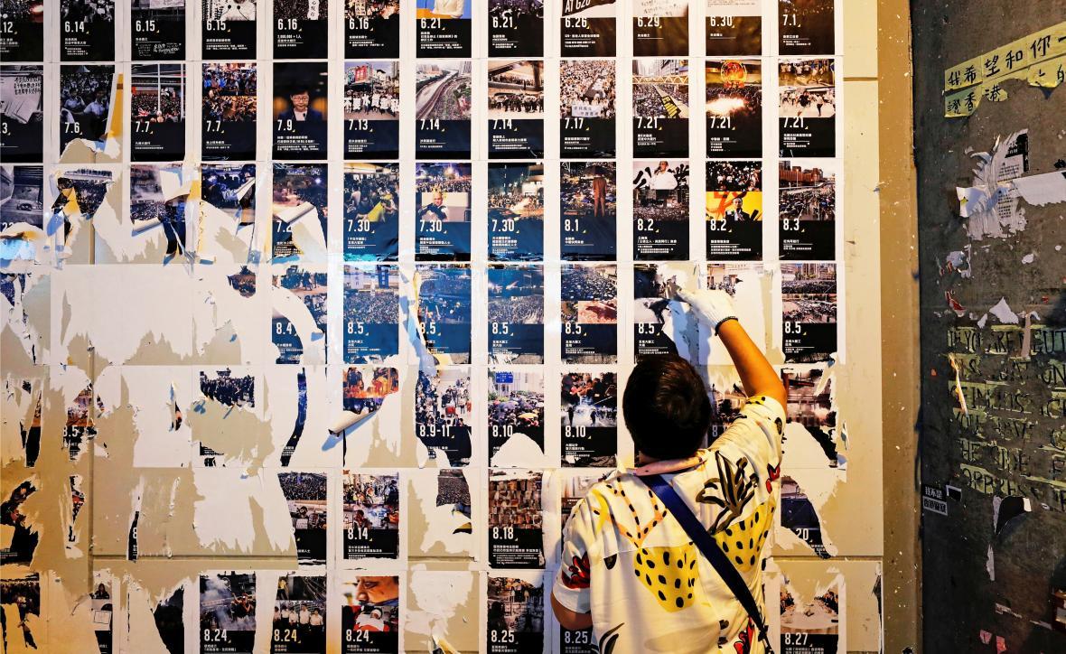 Strhávání jedné z Lennonových zdí
