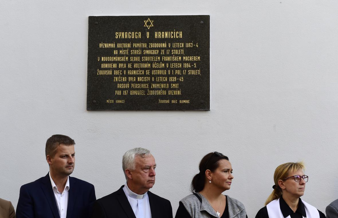 Památku Židu v Hranicích připomíná od konce 90. let i pamětní deska