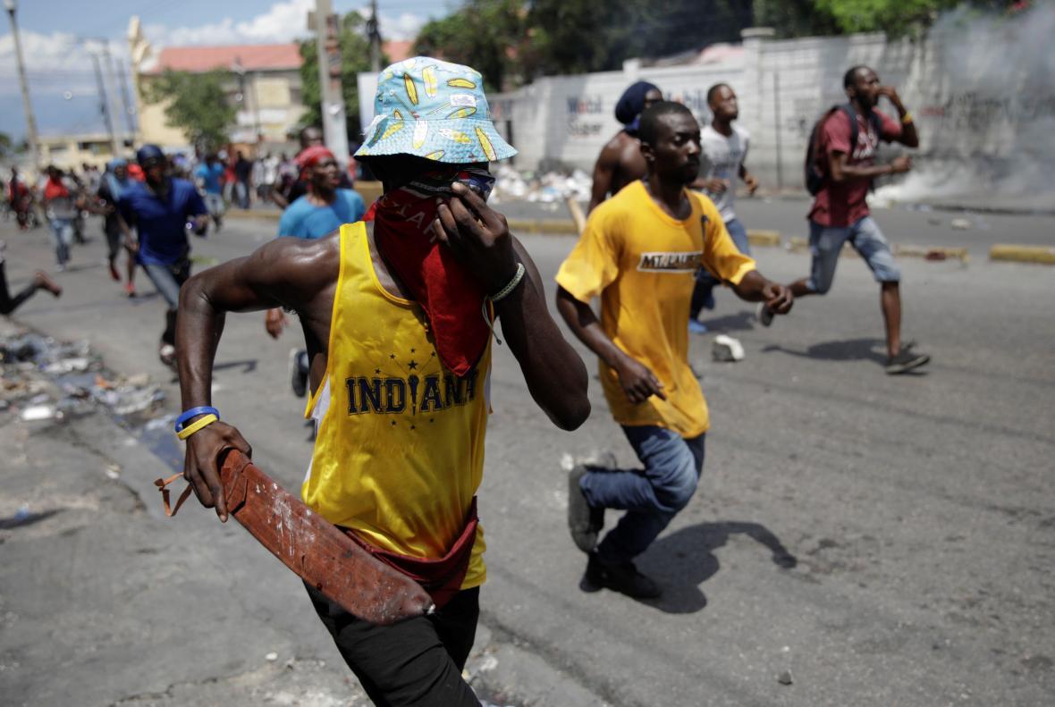 Haiti zachvátily pouliční protesty