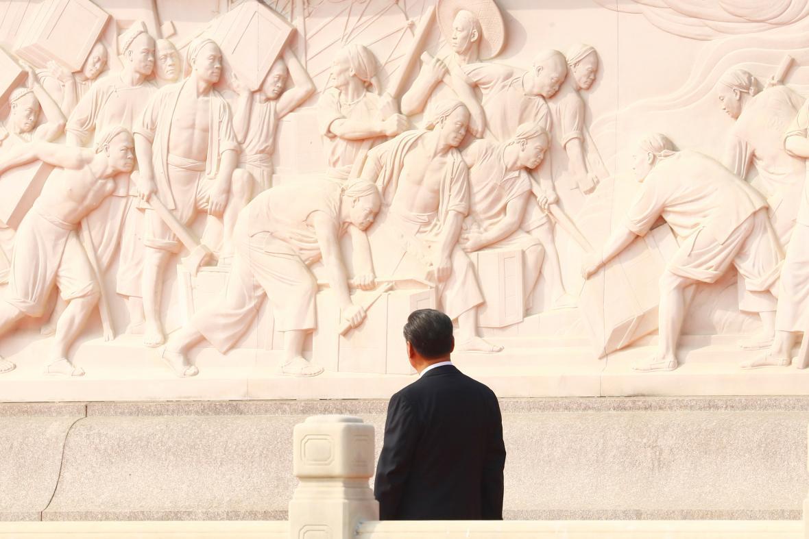Prezident Si u Památníku lidových hrdinů