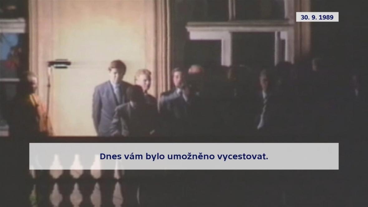 Hans-Dietrich Genscher promluvil k uprchlíkům z balkonu ambasády