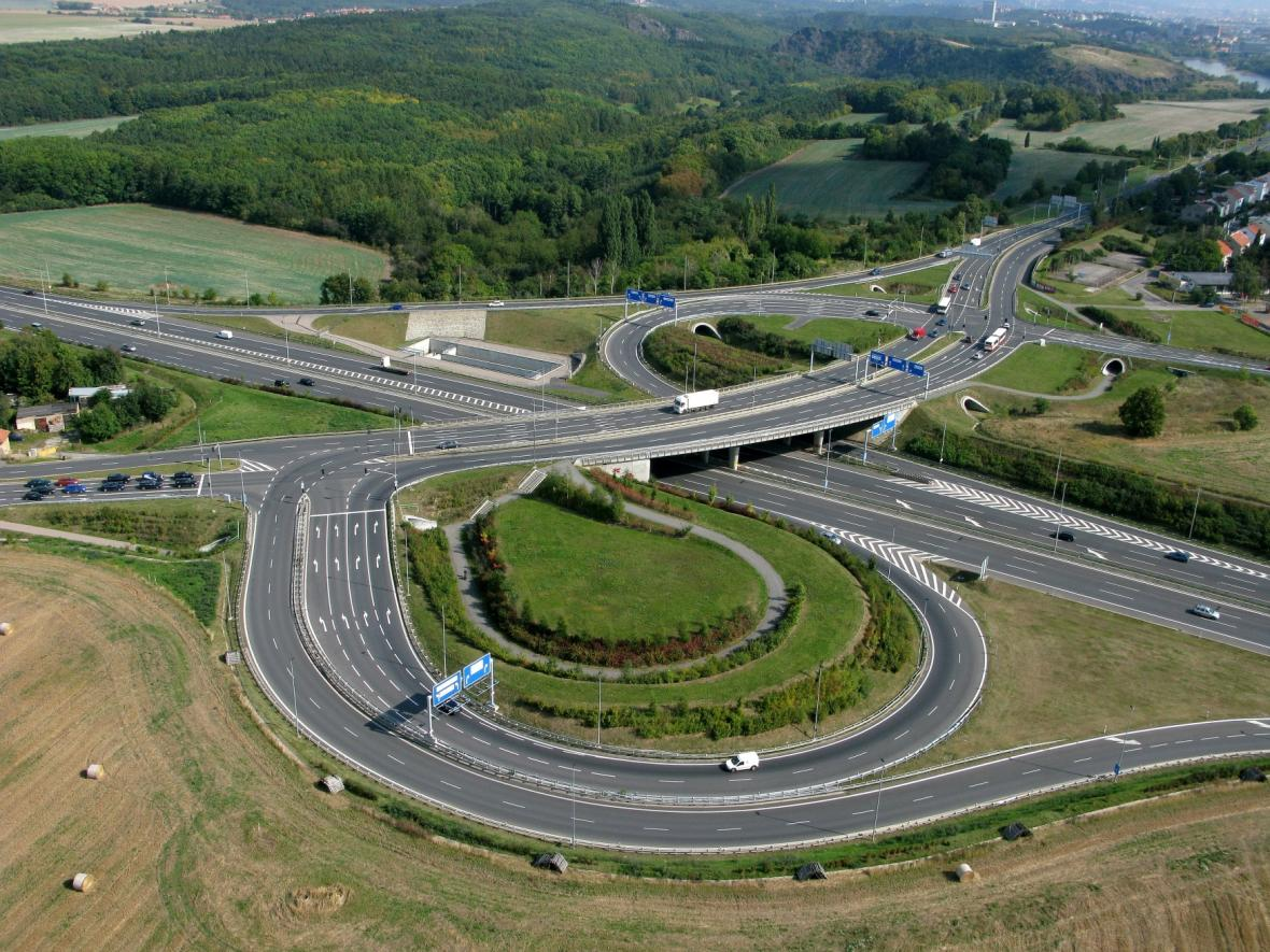 Křižovatka Pražského okruhu a Evropské ulice