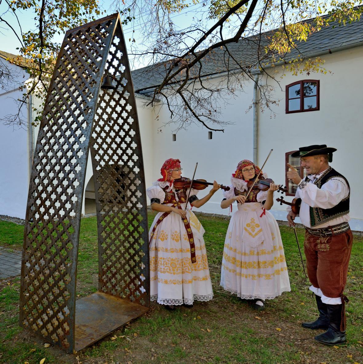 Zvonička v obci Bílovice-Lutotín