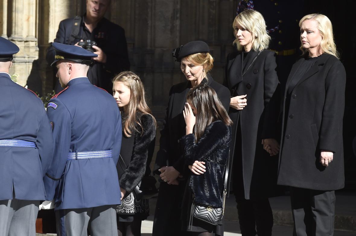 Vdova po Karlu Gottovi s dcerami