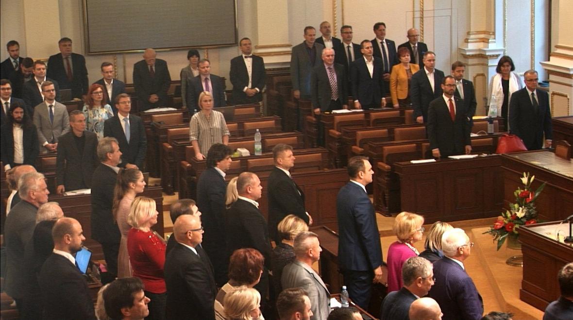 Sněmovna uctila památku zpěváka Karla Gotta
