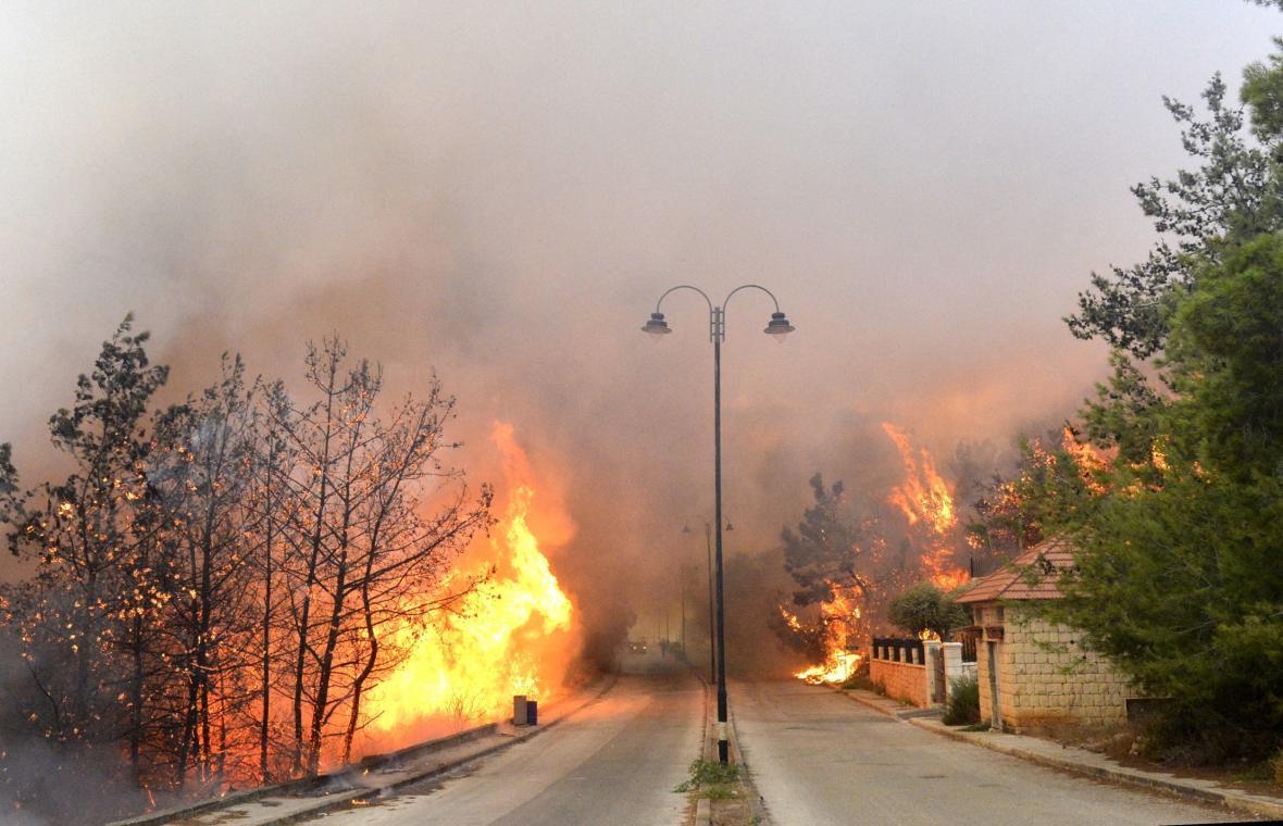 Hořící silnice v Libanonu