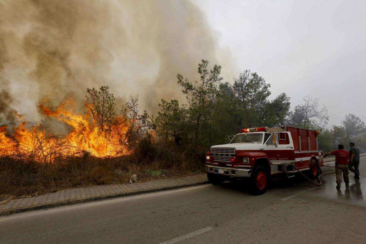 Hasiči bojují v Libanonu s lesními požáry