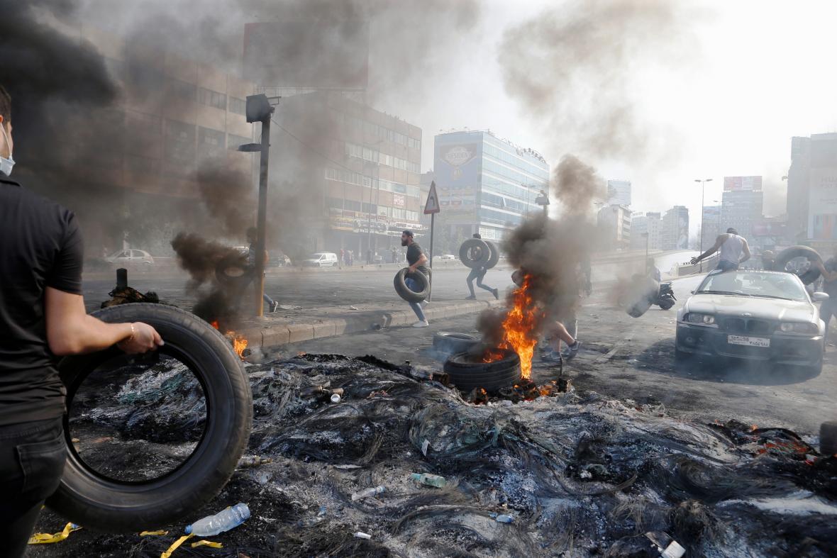 Hořící pneumatiky v Libanonu