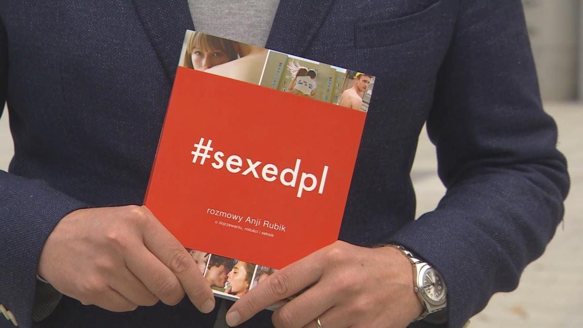 Kniha zamýšlená jako učebnice sexuální výchovy může být brzo v Polsku zakázaná