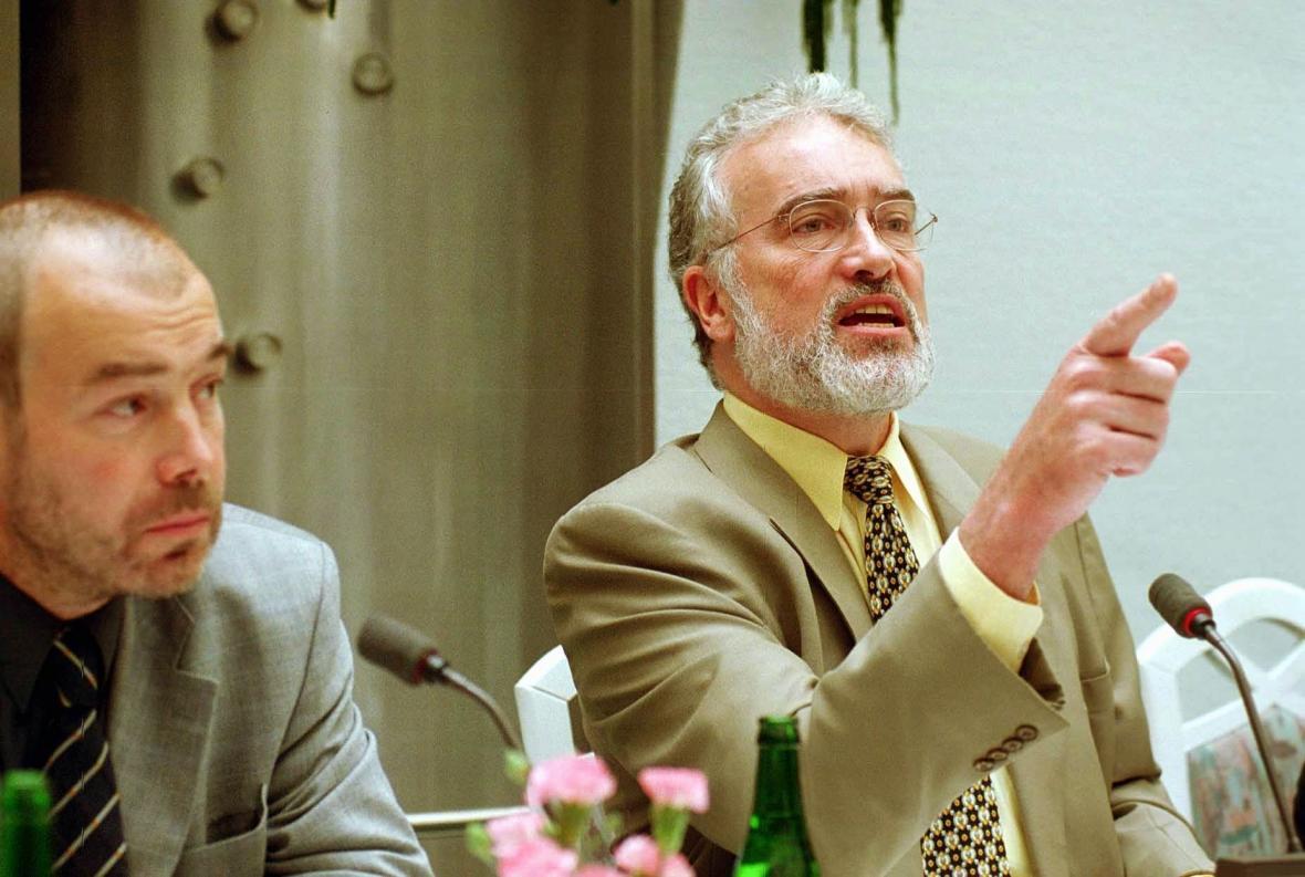 Fred Klinkhammer (vpravo) s někdejším šéfem ČNTS Janem Vávrou (1999)