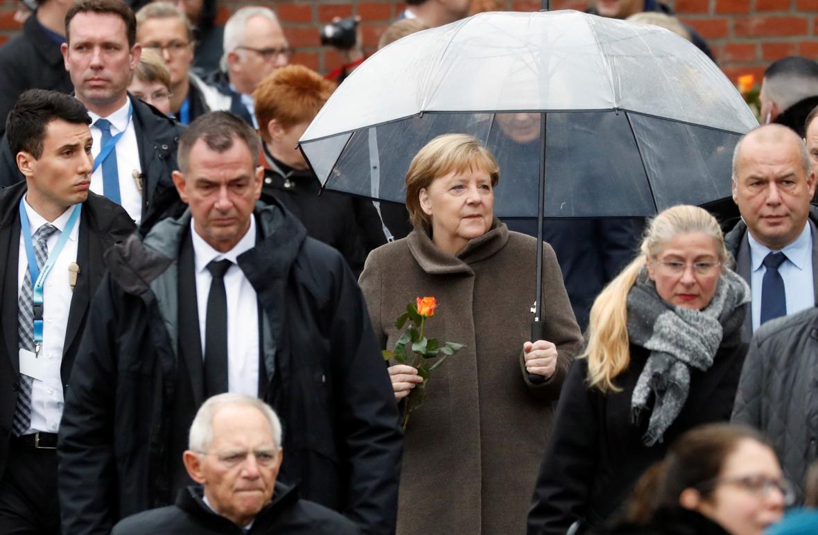 Německá kancléřka Angela Merkelová (CDU) po příjezdu na vzpomínkovou akci k výročí pádu Berlínské zdi