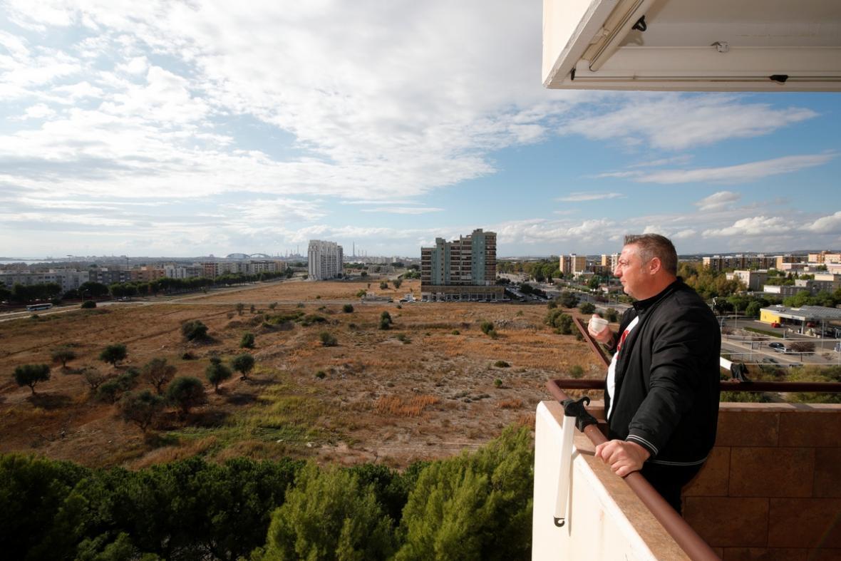 Egidio Murgiano se dívá na ocelárny Ilva, kde dříve pracoval