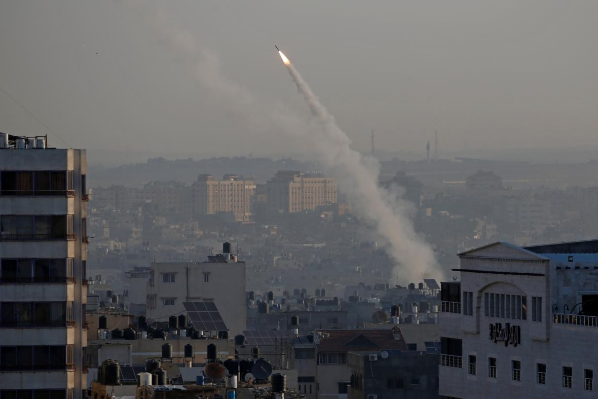 Raketa vypálená 12. listopadu z Gazy na Izrael