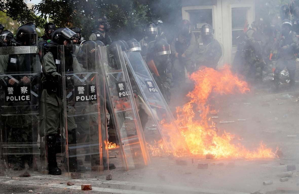 Zásah hongkongské policie u sídla Čínské univerzity