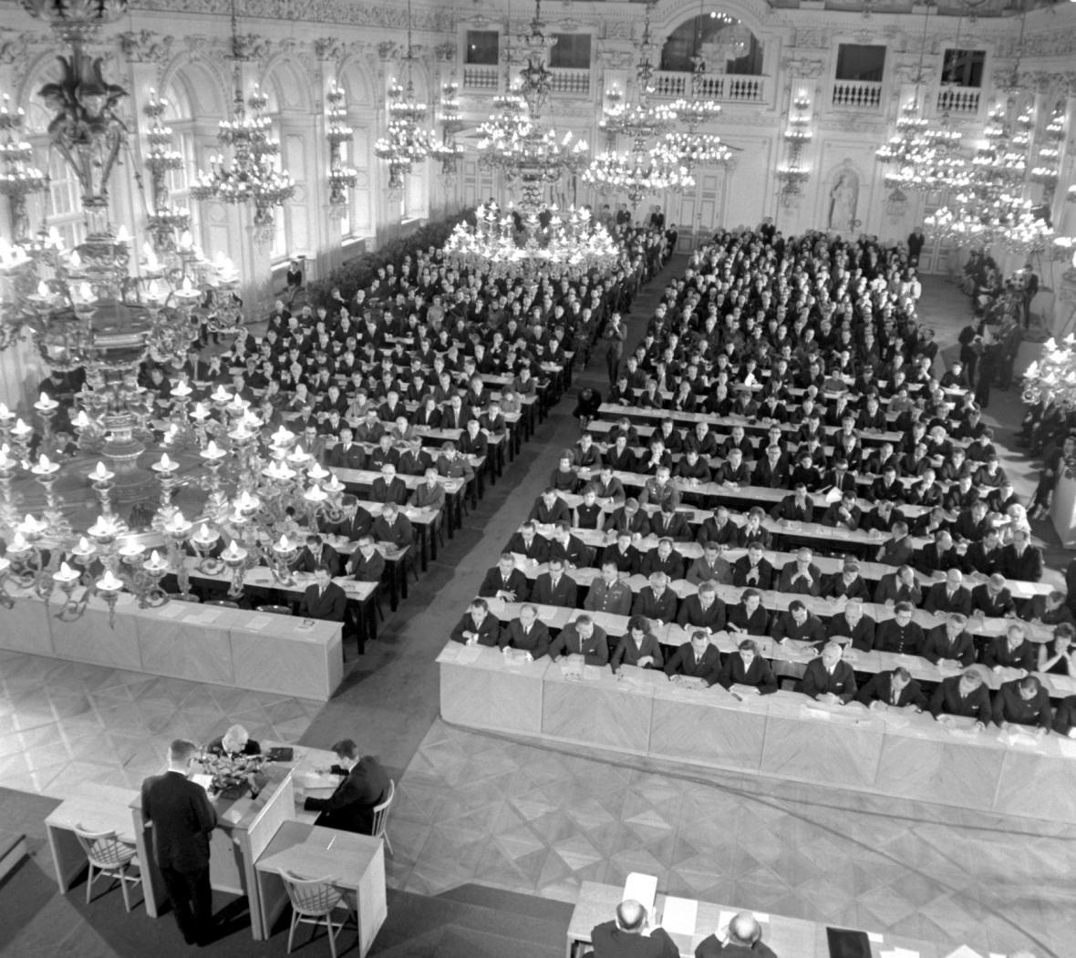 Národní shromáždění přijímá zákon o československé federalizaci, 27. října 1968