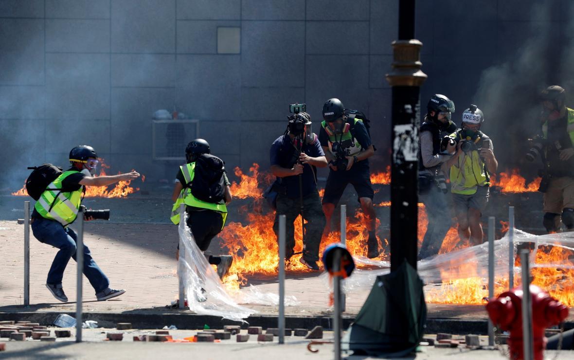 Střety demonstrantů s policií v Hongkongu