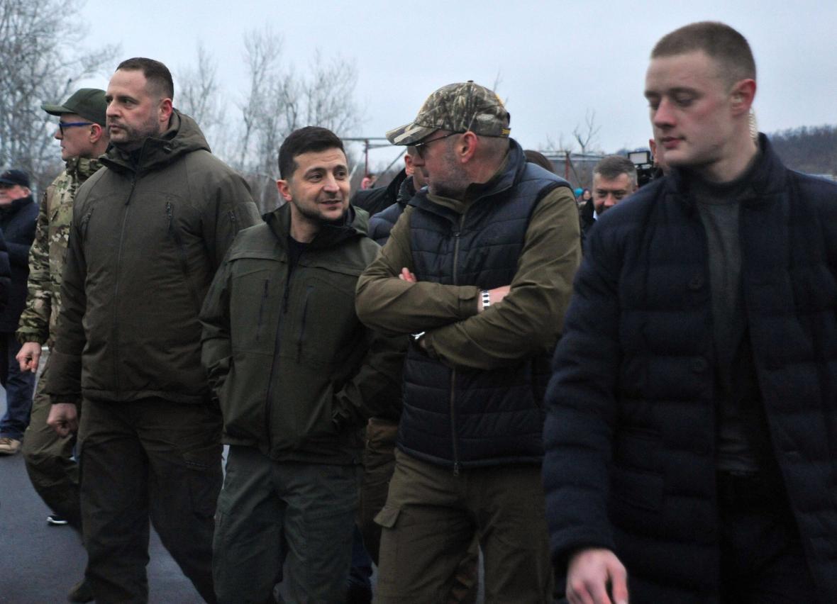 Ukrajinský prezident Volodymyr Zelenskyj při otevření mostu do Luhansku