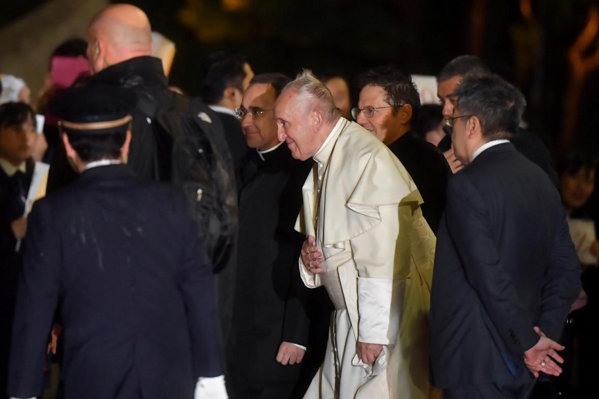 Papež František po příletu do Tokia