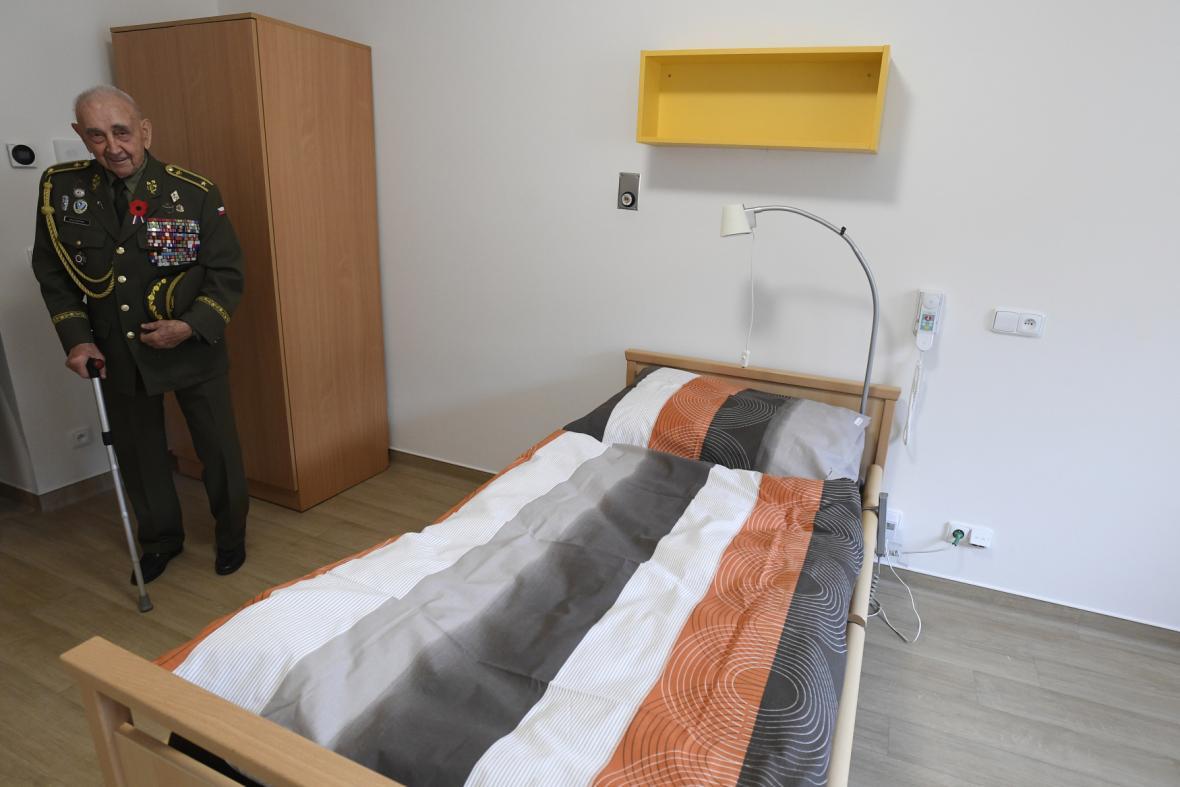 Válečný veterán Václav Kuchynka v jednom ze zrekonstruovaných pokojů