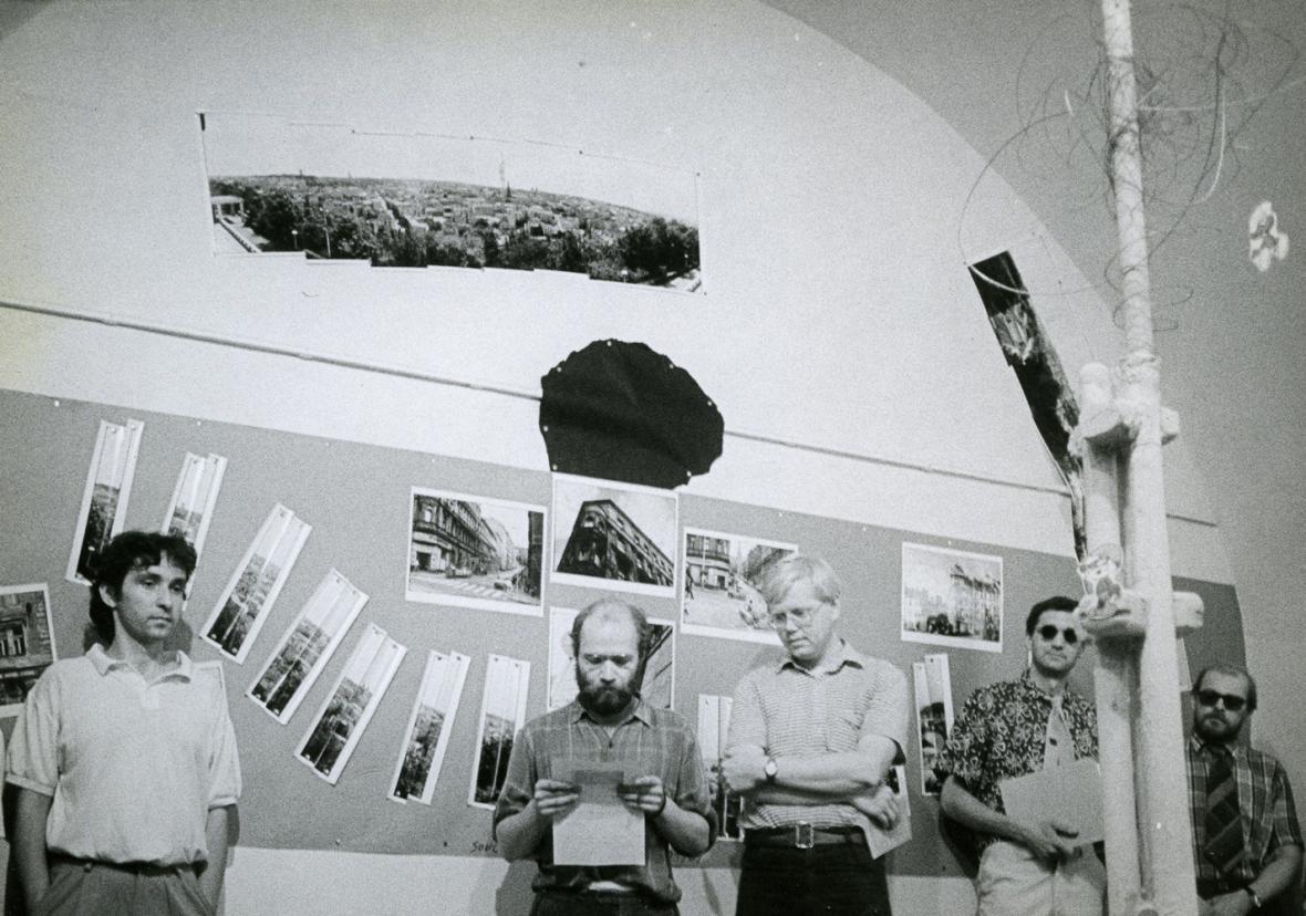 Vernisáž výstavy Zadáno pro mladé architekty (1989)