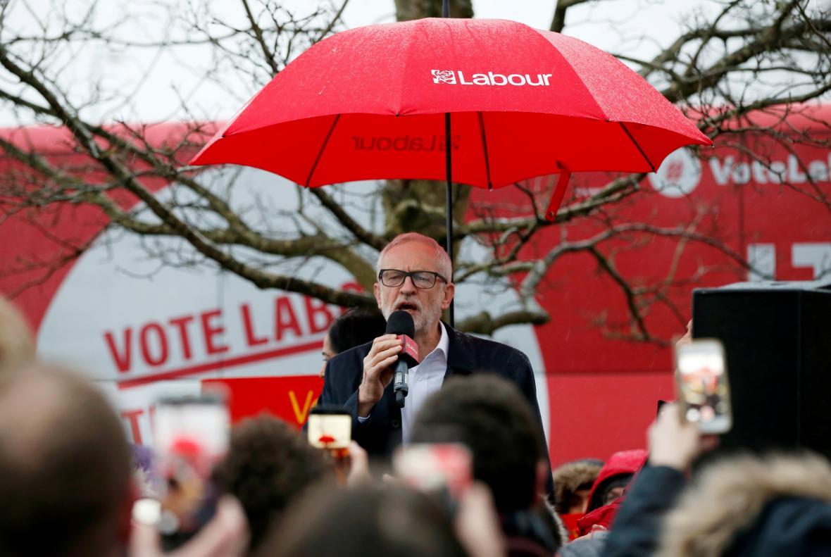 Jeremy Corbyn během jednoho z posledních předvolebních mítinků