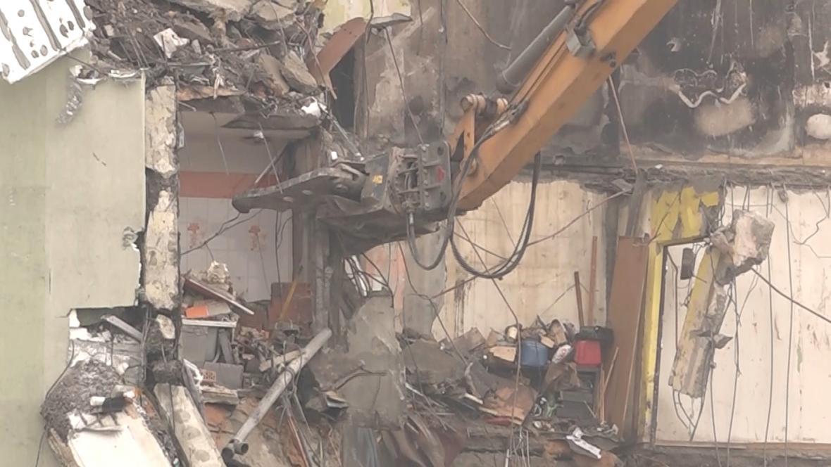 Demolice poškozeného domu v Prešově