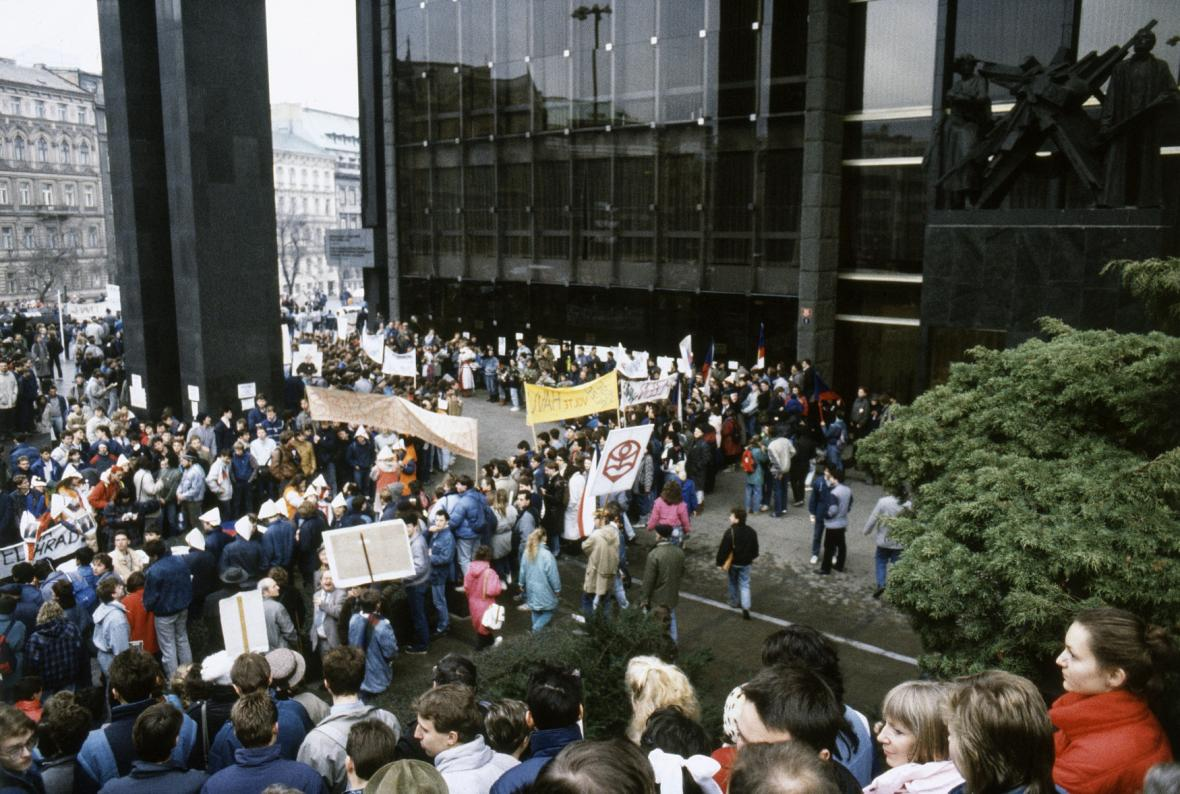 Demonstrace před parlamentem
