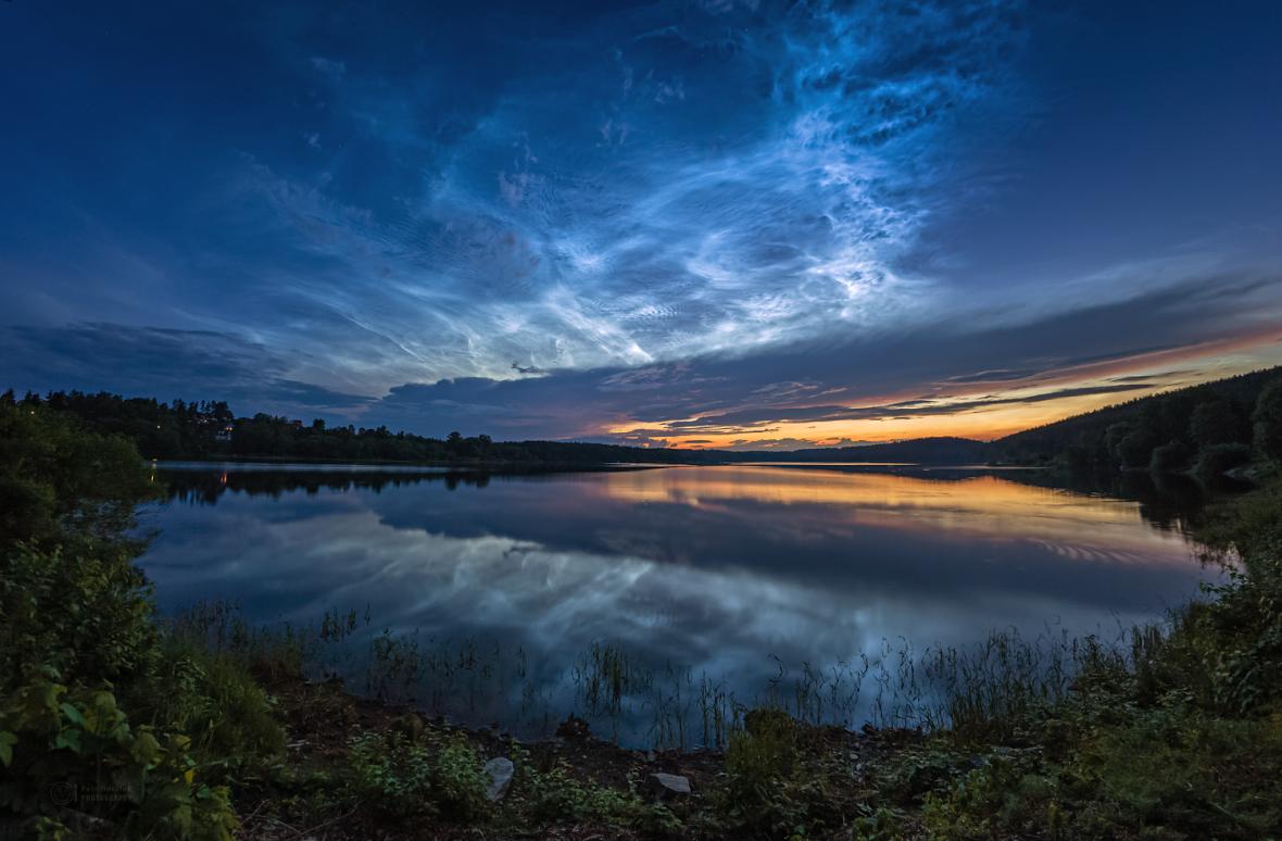Svítící oblaka nad Českem