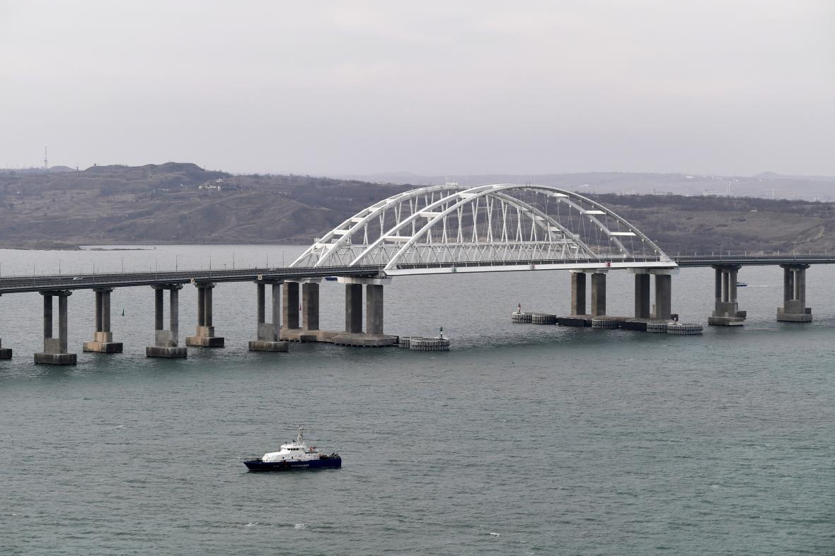Krym s Ruskem spojil železniční most